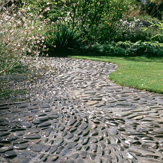 amazing-pebble-garden-paths-30-554x554