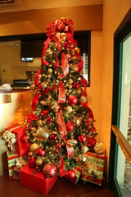 amazing-red-and-gold-christmas-decor-ideas-1