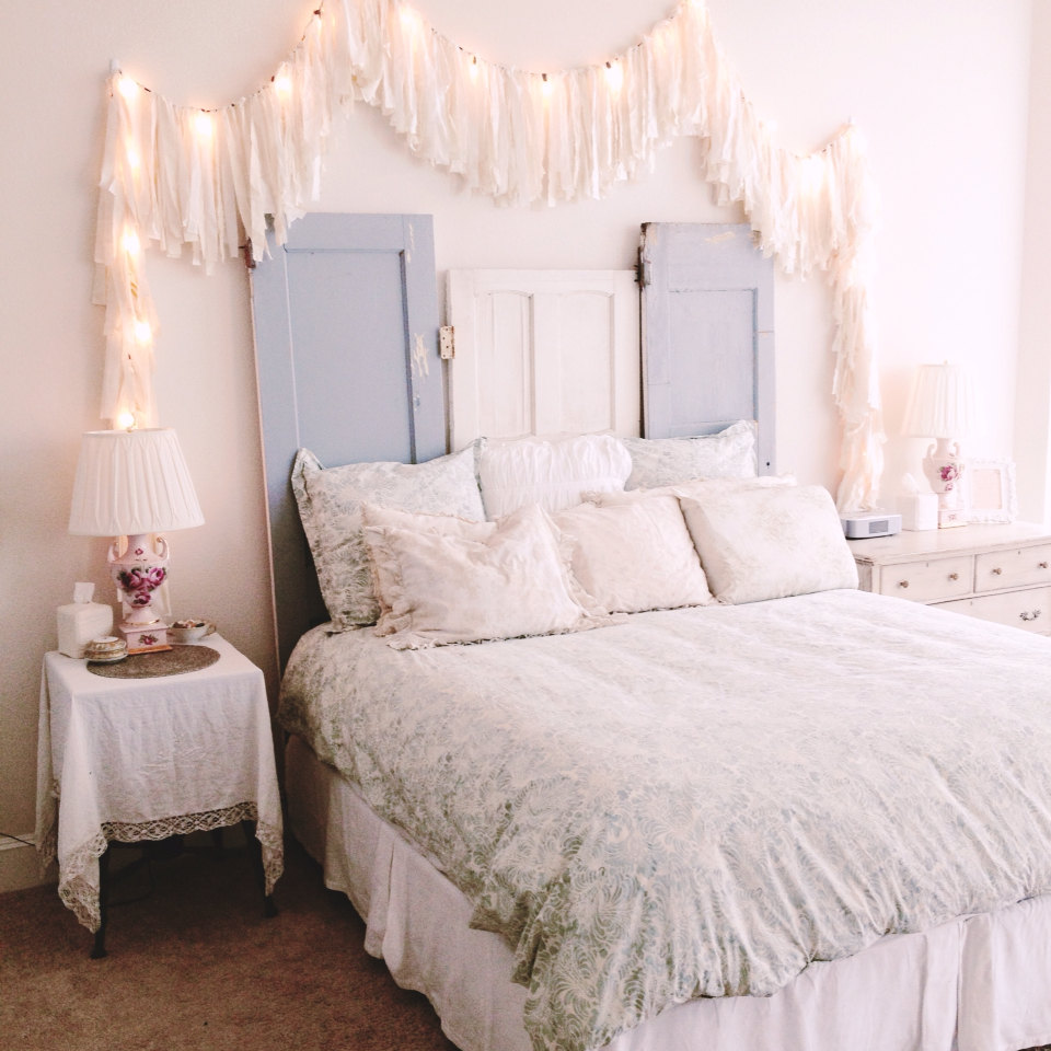 how-to-use-string-lights-for-your-bedroom-ideas-11