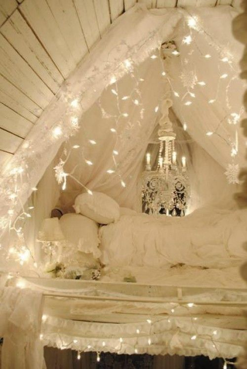 how-to-use-string-lights-for-your-bedroom-ideas-26
