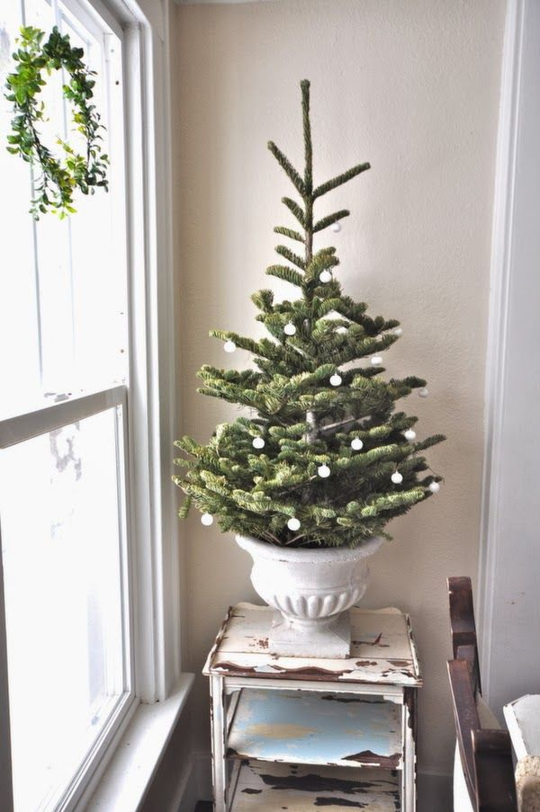 space-saving-christmas-trees-for-small-spaces-10