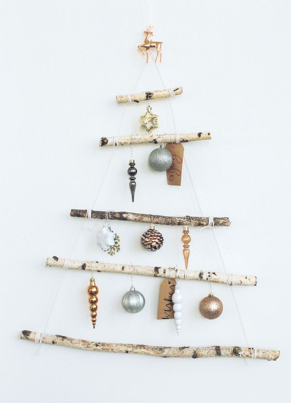 space-saving-christmas-trees-for-small-spaces-11