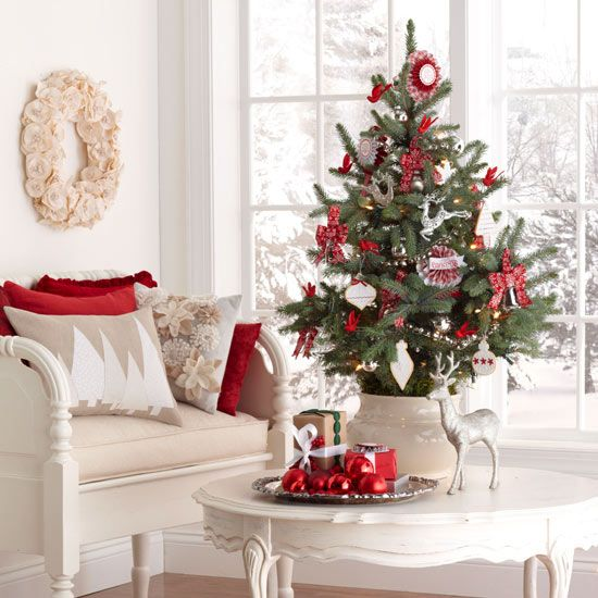 space-saving-christmas-trees-for-small-spaces-13