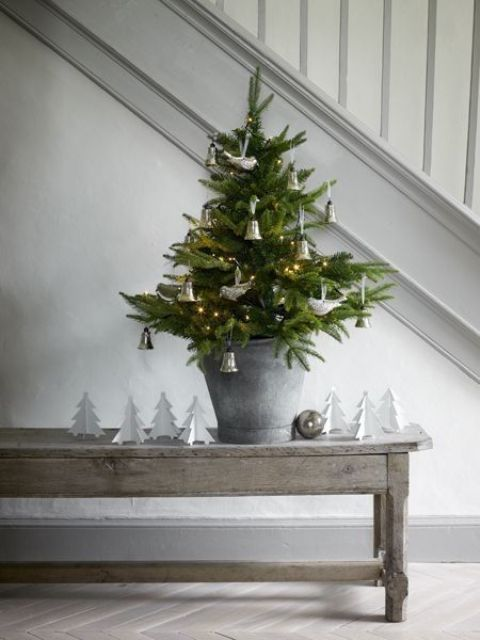 space-saving-christmas-trees-for-small-spaces-15