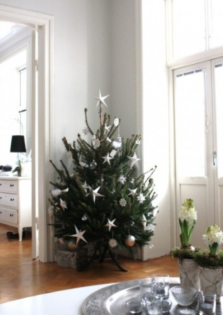 space-saving-christmas-trees-for-small-spaces-16