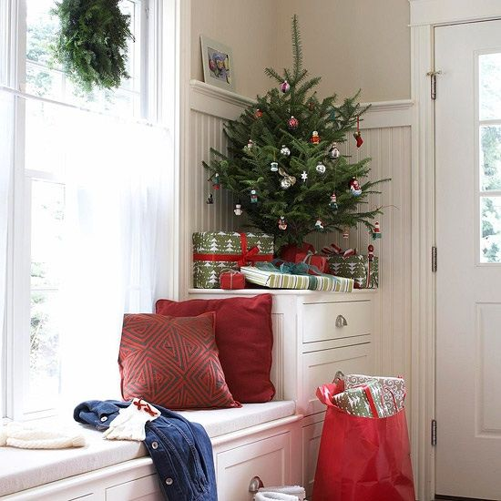 space-saving-christmas-trees-for-small-spaces-18