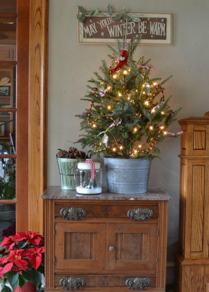 space-saving-christmas-trees-for-small-spaces-2
