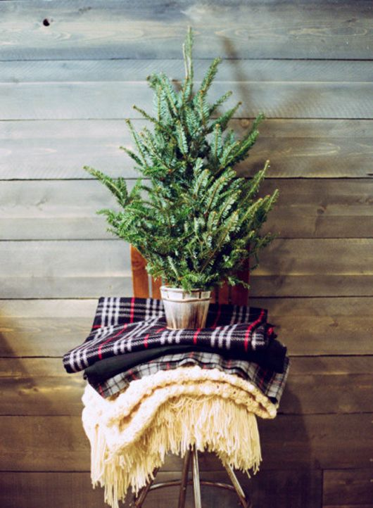 space-saving-christmas-trees-for-small-spaces-20