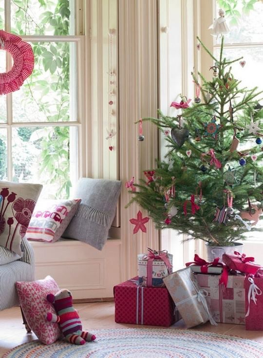 space-saving-christmas-trees-for-small-spaces-23