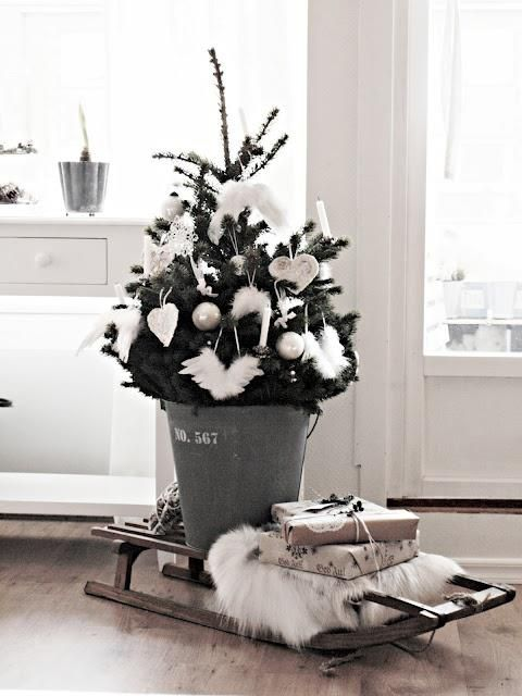 space-saving-christmas-trees-for-small-spaces-28