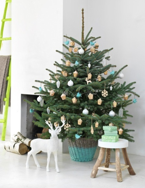 space-saving-christmas-trees-for-small-spaces-29