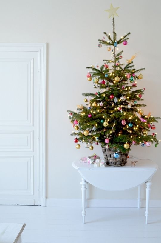 space-saving-christmas-trees-for-small-spaces-3