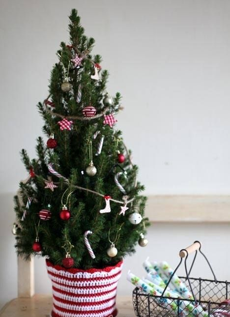 space-saving-christmas-trees-for-small-spaces-32