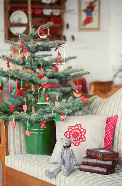 space-saving-christmas-trees-for-small-spaces-33