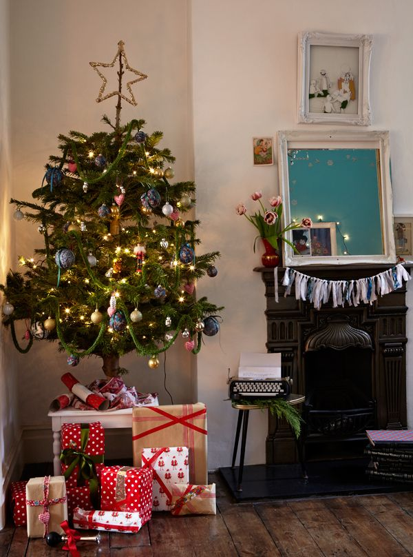 space-saving-christmas-trees-for-small-spaces-35