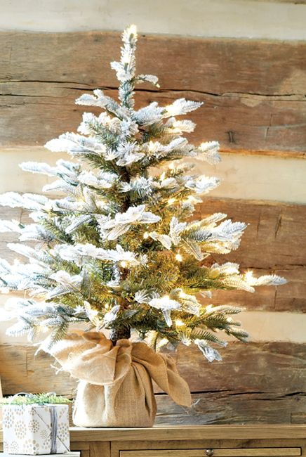 space-saving-christmas-trees-for-small-spaces-37