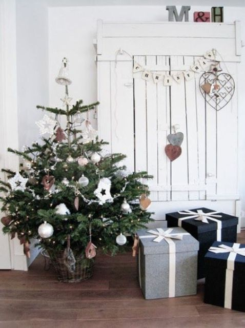 space-saving-christmas-trees-for-small-spaces-44