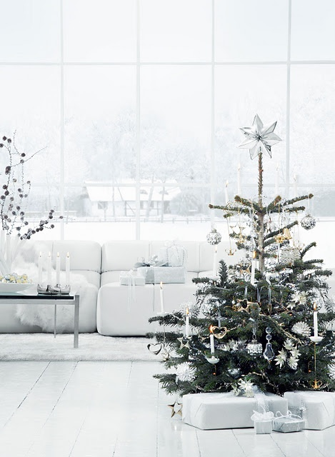 space-saving-christmas-trees-for-small-spaces-45