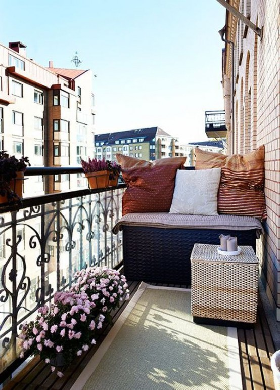 creative-yet-simple-summer-balcony-ideas-to-try-4-554x771