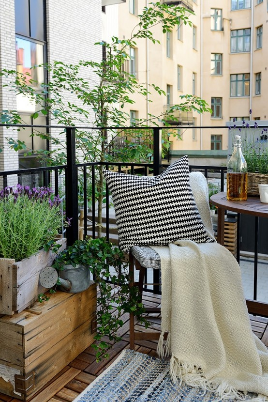 creative-yet-simple-summer-balcony-ideas-to-try-5-554x830