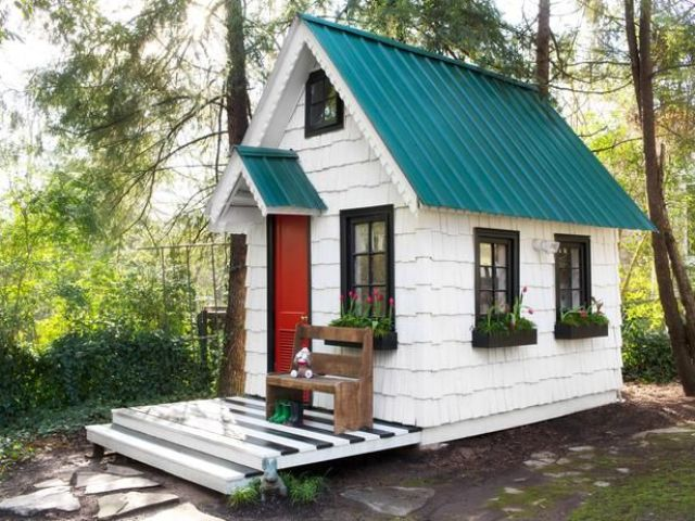 awesome-outdoor-kids-playhouses-to-build-this-summer-20