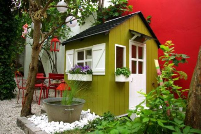 awesome-outdoor-kids-playhouses-to-build-this-summer-25