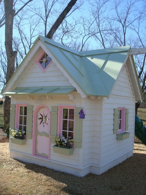 awesome-outdoor-kids-playhouses-to-build-this-summer-35