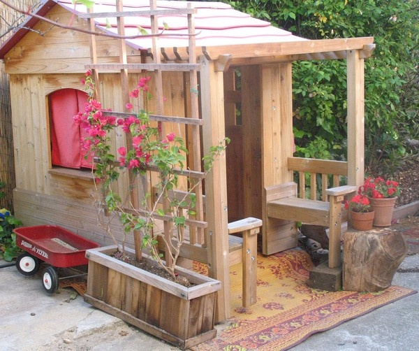 awesome-outdoor-kids-playhouses-to-build-this-summer-7