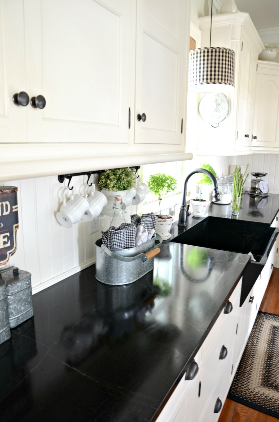 easy-tips-for-creating-a-farmhouse-kitchen-25