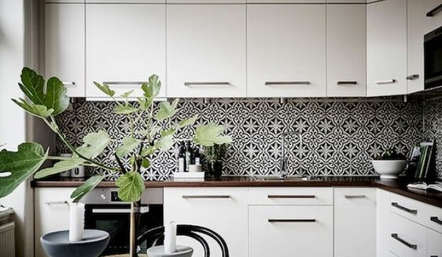 bold-mosaic-kitchen-backsplashes-to-get-inspired-24