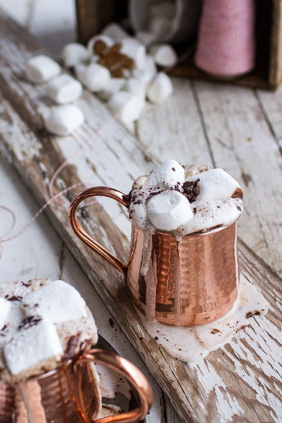 18-copper-mugs-with-hot-chocolate-and-marshmallows