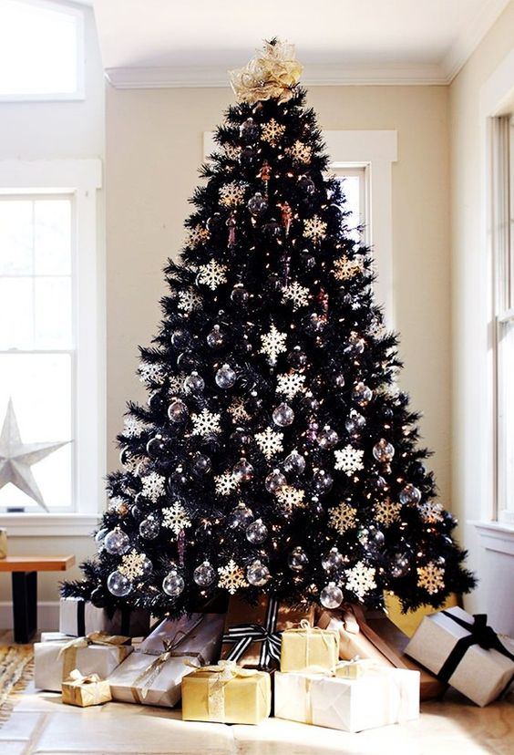 20-chic-black-christmas-tree-with-black-and-white-ornaments-all-over-makes-a-bold-statement