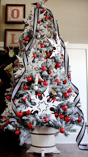14-a-fresh-take-on-traditional-decor-with-a-flocked-Christmas-tree-and-red-ornaments-giant-snowflakes