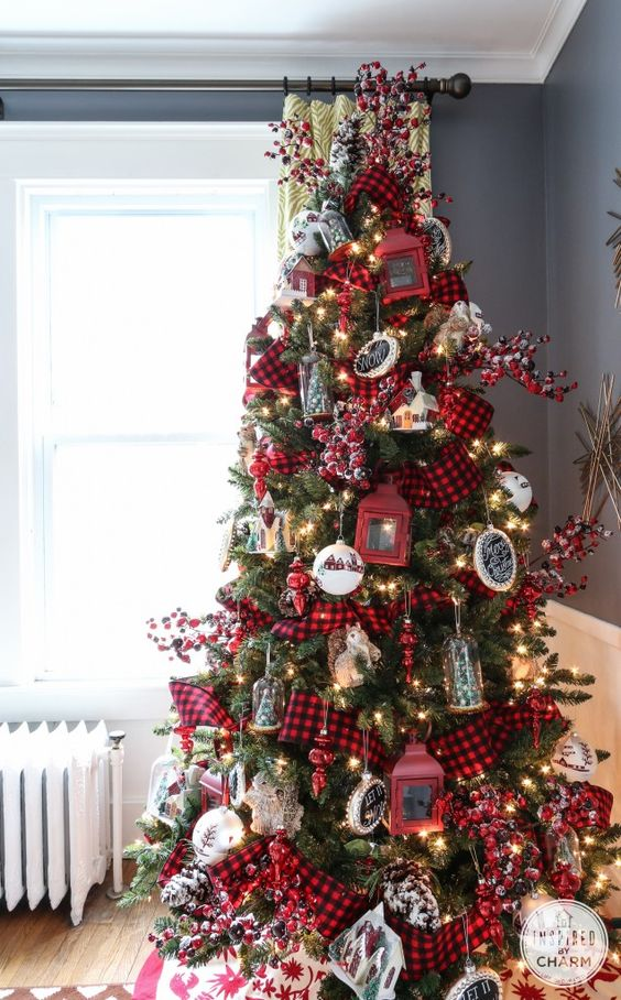 18-plaid-and-red-are-traditional-for-Christmas-lanterns-look-whimsy