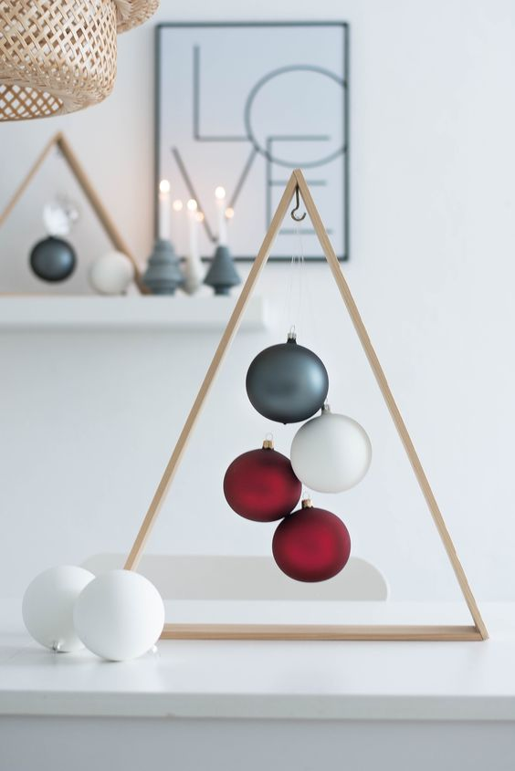 18-wooden-frame-tree-with-matte-ornaments-inside