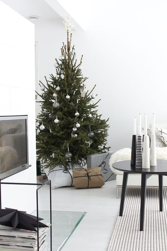 24-modern-Christmas-tree-with-some-silver-and-sheer-glass-ornaments
