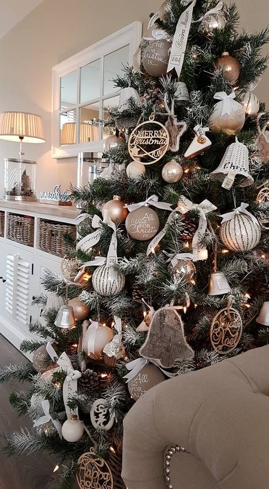 28-pinecones-large-ornaments-and-neutral-colors