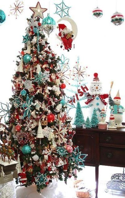 36-turquoise-and-red-Christmas-tree-decor
