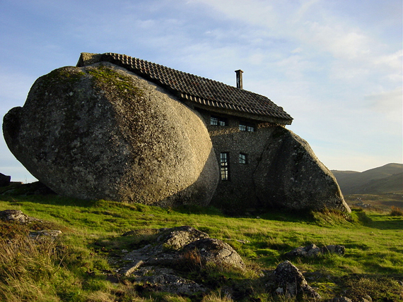 Cave Cottage in Nas montanhas de Fafe in Portugal