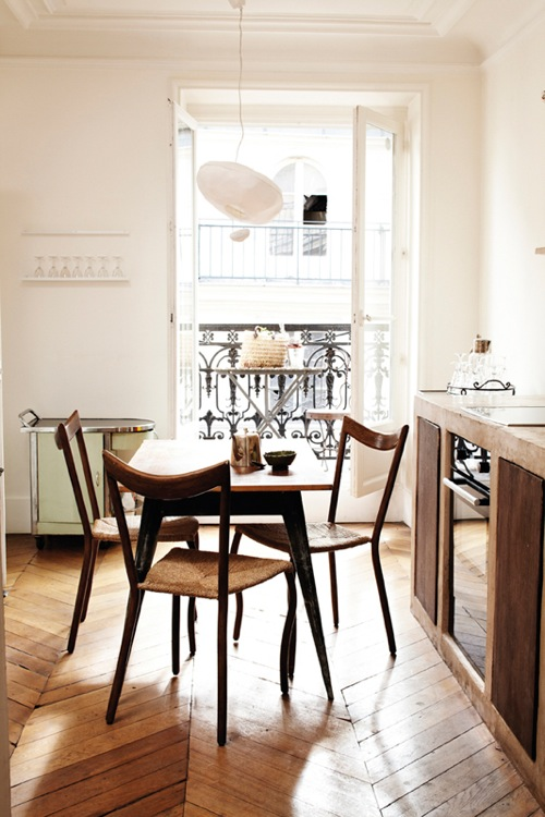 French In-Kitchen Dining via Interiormagasinet