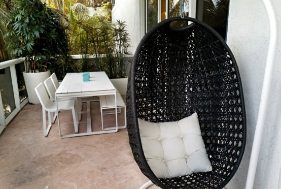 awesome-outdoor-hanging-chairs-31-554x372