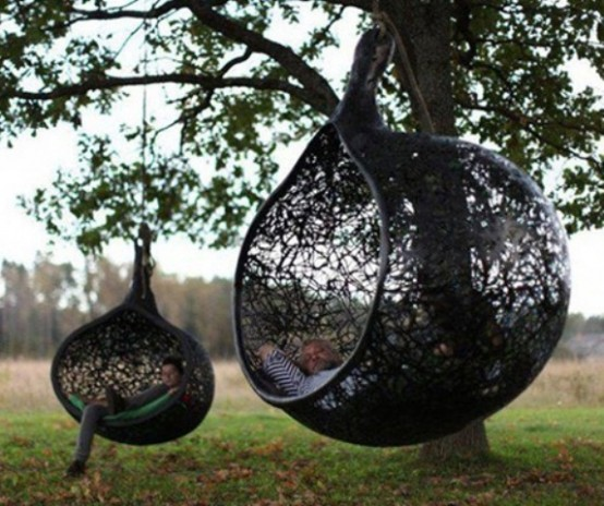 awesome-outdoor-hanging-chairs-7-554x464