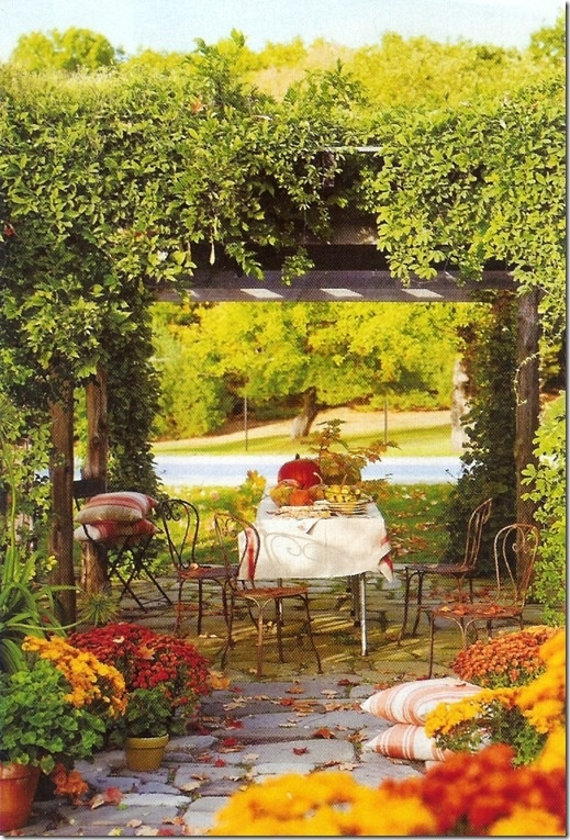 cozy-fall-patio-decor-ideas-21