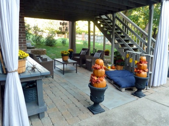 cozy-fall-patio-decor-ideas-24-554x415