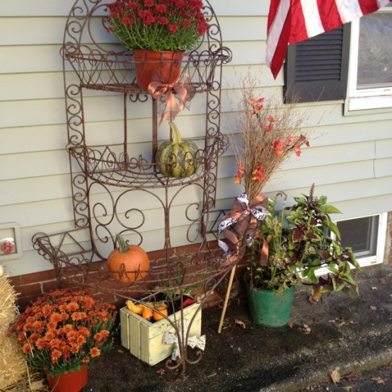 cozy-fall-patio-decor-ideas-28-554x554