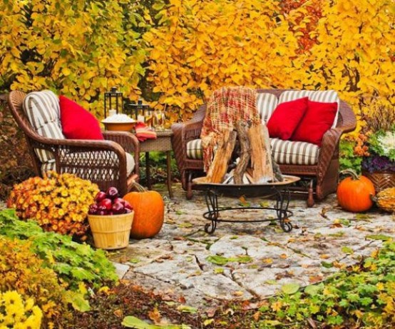 cozy-fall-patio-decor-ideas-35-554x461