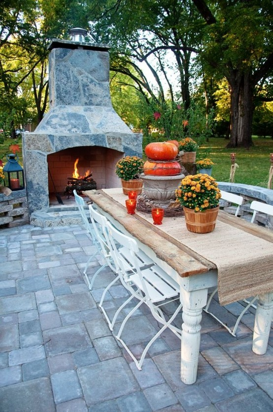 cozy-fall-patio-decor-ideas-39-554x834