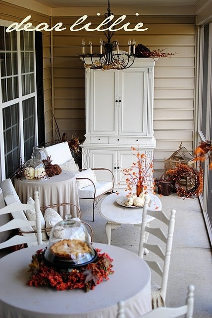 cozy-fall-patio-decor-ideas-41