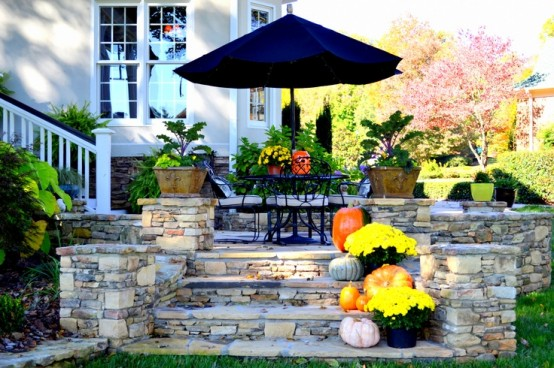 cozy-fall-patio-decor-ideas-6-554x368