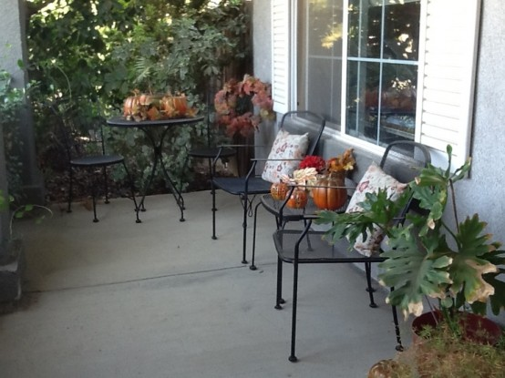 cozy-fall-patio-decor-ideas-9-554x415